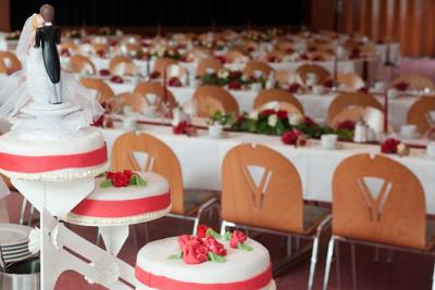 Gasthaus-Stern_Saal_Hochzeitstorte