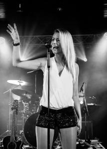 Gasthaus-Stern_Tanz&Kultur_Sängerin